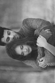 E era por isso que ela gostava daqueles abraços. Os apertados Porque era ali. Era ali que ela encontrava tudo o que havia de mais bonito. Caio Fernando Abreu