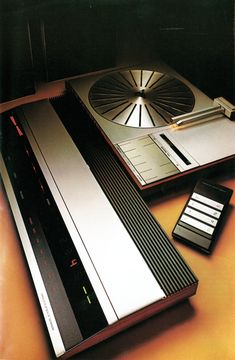 """Design is fine. History is mine. — Bang & Olufsen, HiFi catalogue """"Stand By"""",. Turntable Cd Player, Record Player, Vintage Bangs, Audio Design, Audio Room, Hifi Audio, Hifi Stereo, Bang And Olufsen, Transistor Radio"""