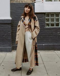 We have identified five basic outfits using a classic capsule, including a trench coat, ankle boots, cashmere jumper and heritage blazer. Simple Fall Outfits, Basic Outfits, Autumn Outfits, Blazer With Jeans, Jeans And Boots, Trench Coat Outfit, Slip Skirts, Mode Inspiration, Get Dressed