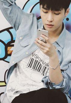 """Exo - Lay """"Text me babe."""""""