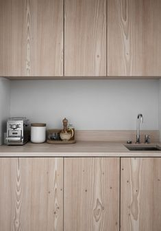 Check out this refreshing take on wooden kitchen cabinetry Wooden kitchen inspiration, knotted wood cabinetry, contemporary wooden kitchen design Home Decor Kitchen, Kitchen Furniture, New Kitchen, Home Kitchens, Small Kitchens, Furniture Nyc, Furniture Stores, Cheap Furniture, Estilo Interior