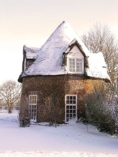 England Travel Inspiration - In the deep mid-winter . Round house cottage at Little Thetford, Cambridgeshire, England. Beautiful Homes, Beautiful Places, House Beautiful, Simply Beautiful, Brick Cottage, Cottage House, Witch Cottage, House 2, Farm House