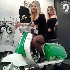 All things Lambretta & Vespa Piaggio Vespa, Lambretta Scooter, Scooter Motorcycle, Vespa Scooters, Vintage Vespa, Vespa Girl, Scooter Girl, Retro Roller, Motos Vespa
