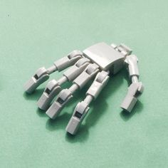 Another Lego robot hand because I can't stop building robot hands. Robot Lego, Lego Bots, Lego Spaceship, Arte Robot, Robots, Bionicle Lego, Lego Mechs, Legos, Lego Hand