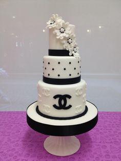 this cake looks so yummy Chanel Torte, Coco Chanel Cake, Bolo Chanel, Chanel Birthday Party, 16 Birthday Cake, White Cakes, White Wedding Cakes, Pink Cakes, Beautiful Cakes