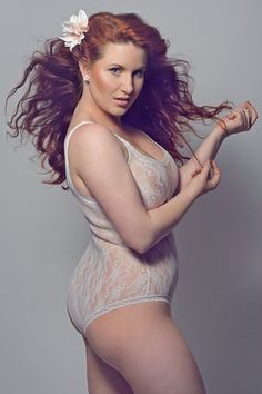 WOULD YOU PLEASE TELL ME THE NAME OF THIS PLUS SIZE MODEL?
