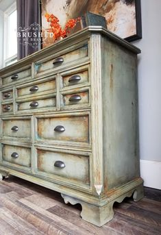 How to Create a Rusty Patina Chest - Dixie Belle Paint Company Rustic Painted Furniture, Diy Furniture Redo, Shabby Chic Furniture, Refinished Furniture, Patina Paint, Chalk Paint Colors, Chalk Painting, Paint Companies, Dixie Belle Paint