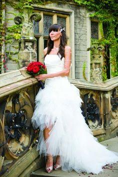 Alice in Wonderland Wedding Dress | http://simpleweddingstuff.blogspot.com/2014/03/alice-in-wonderland-wedding-dress.html