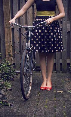 Polka dot skirt + green belt + red shoes. Oh, and a bike. ;)