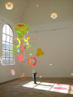 p h o t o c r i t i c Mobile Sculpture, Sculpture Art, Sculptures, Mobile Art, Hanging Mobile, Espace Design, Instalation Art, Mobiles, New Shape