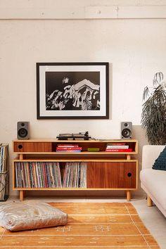 Affordable mid century apartment furniture ideas (30)