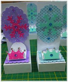 Forminhas com base e painel Frozen 😍 😍