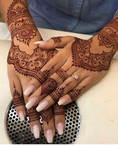 Henna Hand Designs, Henna Patterns Hand, Arabic Henna Designs, Beautiful Henna Designs, Latest Mehndi Designs, Mehndi Designs For Hands, Henna Tattoo Designs, Henna Tattoo Hand, Hand Tattoos