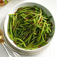 Honey Garlic Green Beans Recipe -Green beans are great, but they can seem ordinary on their own. Just a couple extra ingredients give them sweet and salty attitude. Diabetic Cake Recipes, Healthy Recipes, Delicious Recipes, Recipes For Diabetics, Diabetic Meals, Unique Recipes, Honey Garlic Green Beans, Asian Green Beans, Side Dish Recipes