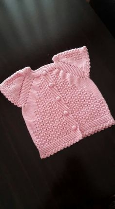 Baby clothes should be selected according to what? How to wash baby clothes? What should be considered when choosing baby clothes in shopping? Baby clothes should be selected according to … Baby Clothes Patterns, Baby Knitting Patterns, Clothing Patterns, Knitting For Kids, Crochet For Kids, Crochet Baby, Knitted Baby, Baby Outfits, Kids Outfits