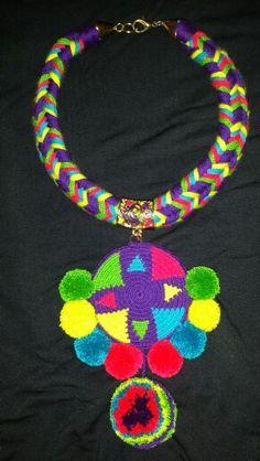 Maxi collar, wayuu style.