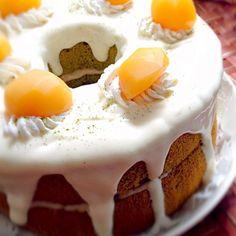 昨夜のロールケーキ失敗から生まれたシフォンです(艸д゚*) 途中で駄目だ❗と分かり、残した半量づつの渋皮マロンペースト&クリームを使って誤魔化し( ›◡ु‹ ) 失敗作はパウンド型に切り入れ、チビ〜ズの朝ごはん&明日のおやつかなw来週お誕生日の妹と祖母のお祝いに今宵皆でパーティーです - 185件のもぐもぐ - Green tea chiffon cake w/marron cream抹茶シフォンケーキ マロンクリーム by honeybunnyb