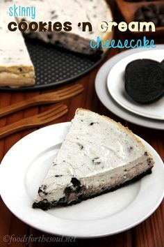 Skinny Cookies 'n Cream Cheesecake -- just as sweet + creamy as a slice from the Cheesecake Factory, but with none of the guilt!