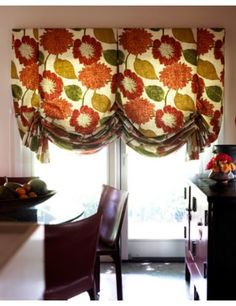 Roman shades for the sliding glass door - so cool! I'm trying to find free instructions. I'm just saving the photo. Sliding Door Curtains, Sliding Door Window Treatments, Sliding Glass Door, Window Coverings, Window Swags, Smith And Noble, Fabric Roman Shades, Slider Door, How To Make Curtains