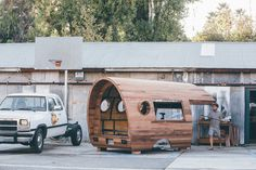 The Photographer Trailed Artist Jay Nelson as He Built a One-of-a-Kind Workshop for Patagonia Truck Bed Camper, Pickup Camper, Diy Camper, Homemade Camper, Worn Wear, Wooden Hut, Van Dwelling, Bus House, Mobile Living