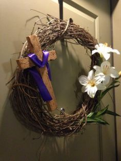 Easter and Lent wreath - Modern Catholic Easter, Easter Religious, Catholic Holidays, Church Altar Decorations, Diy Easter Decorations, Diy Osterschmuck, Cross Wreath, Diy Ostern, Easter Cross