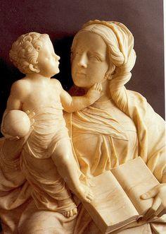 VIRGEN CON NIÑO.  Escultura de Felipe Vigary. Museo Nacional de Escultura de VALLADOLID.