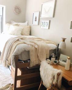 49 DIY Cozy Small Bedroom Decorating Ideas on budget - Dorm Room 2020 Apartment Decoration, Design Apartment, Dorm Decorations, Apartment Kitchen, Cozy Dorm Room, Cute Dorm Rooms, Bed Room, Dorm Room Beds, Dorm Room Bedding