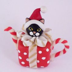 1/12TH scale  CHRISTMAS GIFT TEAPOT WITH BLAK CAT BY LORY by 64tnt