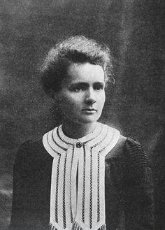 Marie Curie (Maria Sklodowska, 1867-1934) fue una física y matemática polaca que investigó sobre radiactividad.