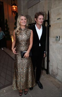 Kate Moss's trick to be radiant and take off years (you can do it) - For You Giorgio Armani, Divas, Vestidos Animal Print, Kate Moss Style, Moss Fashion, Moda Paris, Be The Boss, Style Icons, Style Inspiration