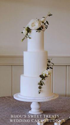 Best Classic wedding cake ideas by Bijou's Sweet Treats wedding cake studio. Floral Wedding Cakes, Wedding Cake Rustic, White Wedding Cakes, Elegant Wedding Cakes, Wedding Cakes With Flowers, Beautiful Wedding Cakes, Wedding Cake Designs, Flower Cakes, Lace Wedding