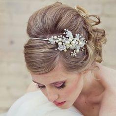 10 Peinados de novia para el día de tu boda | Zapatos y Complementos de Novia - EGOVOLO #peinadosdenovia