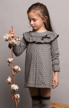 Pilar Batanero colección otoño invierno 2017 en tonos grises. Descubre los conjuntos más bonitos de esta nueva temporada. Información sobre puntos de venta.
