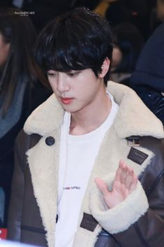 Kim Seokjin ☆ Airport ☆ 191121 BTS in Airport ☆ Credits by PIECE OF JINCAKE #bts #jin #seokjin #KimSeokjin #Airport #Tour #2019 He Is My Everything, Bts Jin, Seokjin, Twitter, Traveling, Japan, Airport Style, Salt, Army