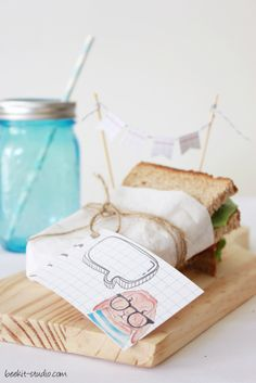 Back to school illustrated sandwich wrapping paper bag free printables by www.cafe-veyafe.com