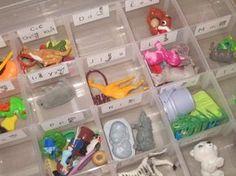 Montessori Phonologie - la mallette des sons Montessori Phonology - the case of sounds Montessori Trays, Montessori Toddler Rooms, Maria Montessori, Montessori Activities, Educational Activities, Educational Leadership, Educational Technology, Primary Education, Elementary Schools