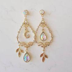 ジュエリー ジュエリー in 2020 Ear Jewelry, Cute Jewelry, Jewelery, Jewelry Accessories, Jewelry Making, Kpop Earrings, Cute Earrings, Dangle Earrings, Magical Jewelry