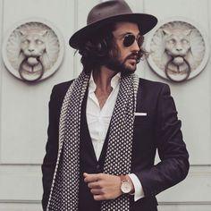 5 Men& Accessories for Winter 2016 - Moda Masculina - Mens Fashion Blog, Mens Fashion Suits, Look Fashion, Mens Suits, Latest Fashion Trends, Fashion Hats, Bohemian Mens Fashion, Men Boho, Fashion Guide