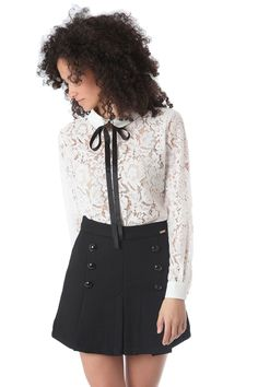 Si eres de las que te mueres por estrenar, ¡no te pierdas la blusa que te proponemos! Ver ▶ http://regalva.com/cam #moda #blusas #camisas #ropa #mujer  #encaje #blanco #tendencias