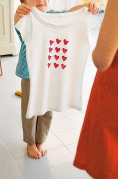 Un tee-shirt tamponné de cœurs // hearts, red, tee-shirt, mother's day, mum, DIY
