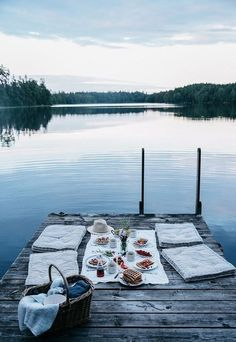 An outdoor picnic on the dock? Doesn't get more hygge than that. Summer Vibes, Summer Fun, Late Summer, Summer Nights, Summer Goals, Style Summer, Summer Travel, Fun Travel, Summer Things