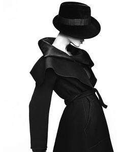 Aymeline Valade fotografada por Mert Alas e Marcus Piggot para Giorgio Armani