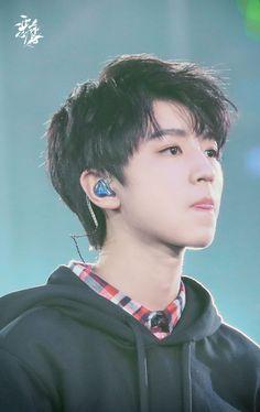 Dynamic Street Styles for Men Cute Asian Guys, Asian Boys, Jackson, Beautiful Boys, Boy Or Girl, Idol, Handsome, Street Style, Mens Fashion