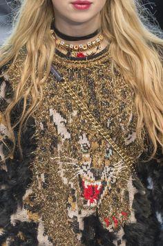 Retrouvez les photos du défilé Dolce & Gabbana Prêt-à-porter Automne-hiver 2017-2018, les meilleurs moments en vidéo, ainsi que les coulisses et les détails du show