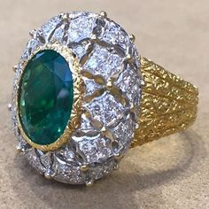 Nouvelles vitrines de Buccellati. #buccellatiring #emerald#diamond#jewels#buccellati#amazing#ring#diamonds#jewelry#design #glamgirl #fashion #instastyle #jewerlylover #instastyle #highjewelry #joyas #joyeria #gallery #bling #art #design #paris #ruedelapaix #hautejoaillerie #jewels #inspiration @buccellatimilan