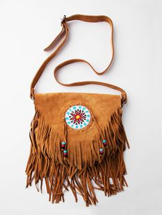 Indian sling across. So my style! Estilo Hippie, Hippie Chic, Leather Fringe, Suede Leather, Sewing Leather, Native American Medicine Bag, Look Star, Fringe Handbags, Boho Bags