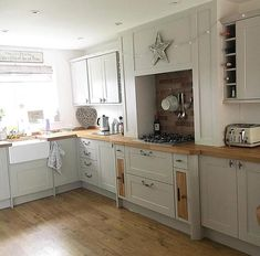 Look at this fabulous @howdensjoinery kitchen over @lisab_homestyle_  #kitchen #kitchens #kitcheninspoweek #kitchenideas #kitcheninspo #kitcheninspiration #interior #interiors #interior123 #interiorlove #interiorinspo #interiordesign #interior2you #interiorblogger #interiorblog #home #homedecor #homerenovation #homereno #homerenoideas #myhome #instahome #instahomedecor #instahomedesign #countrykitchen #shakerkitchen #belfastsink #kitchensofinstagram #instagramkitchens