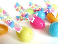 Donwload and Print these Printable Easter Egg Hunt Flags and Tags for your Easter Eggs! SmallforBig.com #printables #diy #easter