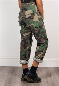 Vintage Army Grunge Camo Pattern Cargo Pants Trousers little too high waist but love the look Grunge Outfits, Grunge Fashion, Look Fashion, Grunge Party Outfit, Grunge Clothes, Camo Clothes, Fashion 2016, Fall Fashion, Army Pants Outfit