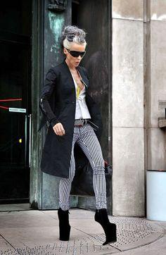 daphne guinness in Nina Ricci heeless shoes